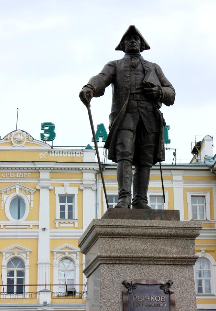 Памятник на вокзале оренбург памятники на могилу кемерово цены фото
